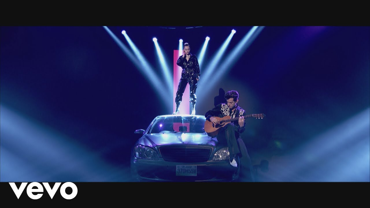 Mark Ronson - Nothing Breaks Like a Heart (Live on Graham Norton) ft. Miley Cyrus image