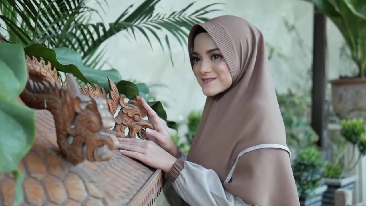 "Nazumi Gamis series Yumna ""Idul Adha Series"" - YouTube"