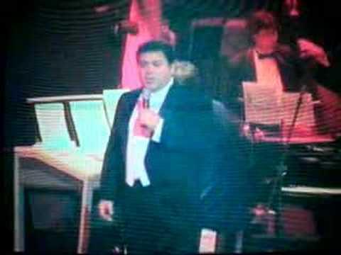 Mauro Calderon sings time to say goodbye like Bocelli /Potts