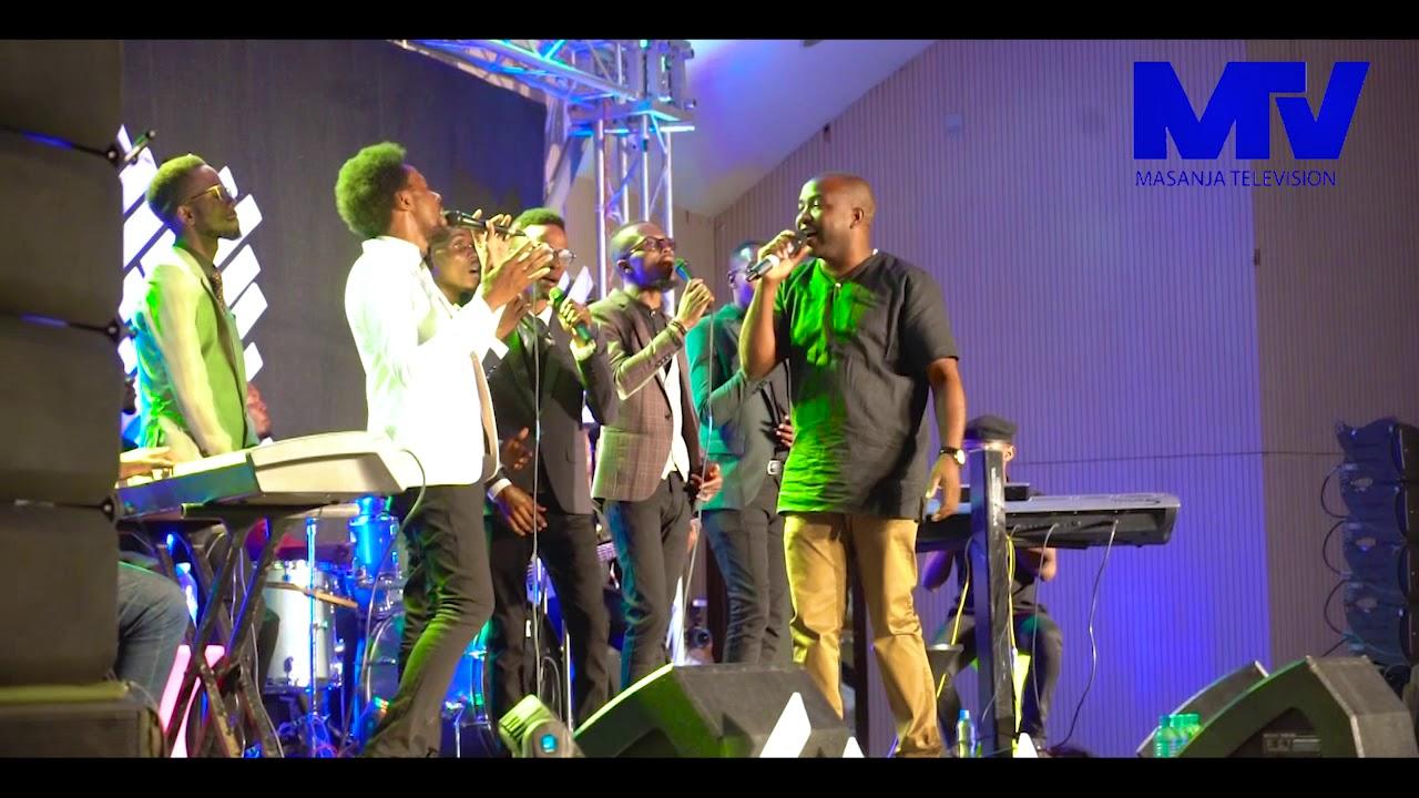 Download TIZAMA AMBWENE MWASONGWE AKIIMBA LIVE NA THE VOICE HATARE