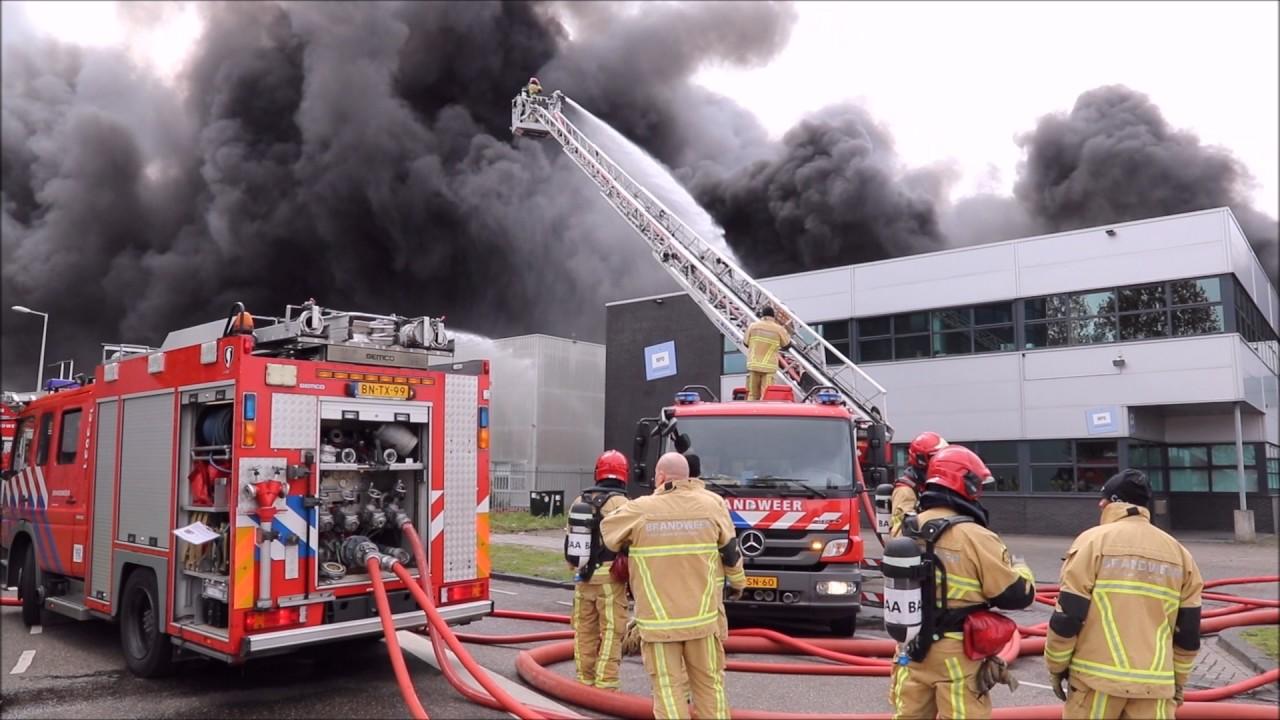 Zeer Grote Brand In Bedrijvencomplex In Havengebied In
