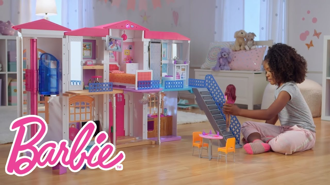 The Interactive Barbie Hello Dreamhouse At Play Barbie Youtube