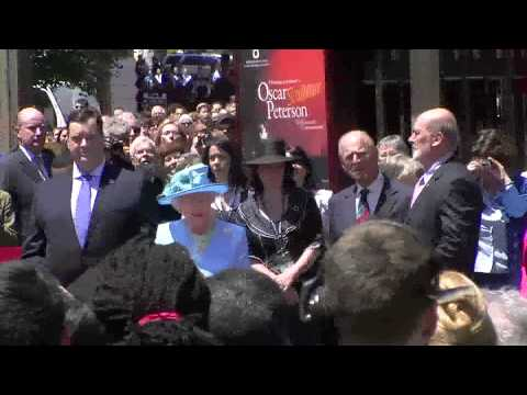 Queen Elizabeth unveils Oscar Peterson Statue