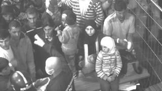 فيديوهان صادمان.. الشرطة المجرية تضع «أقنعة صحية» وتلقي الطعام بـ«طريقة مهينة» للمهاجرين السوريين