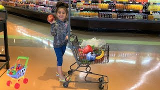 Sally Pretend Play Shopping for healthy food!