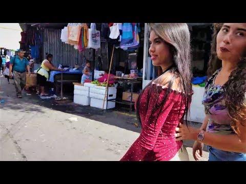 """En el Centro de San Salvador, """"comprando juguetes para los niños"""" 🎅🎅"""
