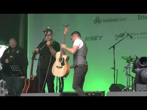 DEREK RYAN BAND PT. 1 @ ST PATRICK'S WEEKEND IN TRAFALGAR SQUARE 19/03/17