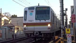 東京メトロ7000系7127F白楽2号踏切通過