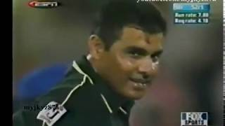 Chris Gayle Vs Waqar Younis : Battle of Titans !!