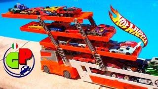 Nuovo trasportatore e nuove macchine Hotwils. Cartone animato divertente per i bambini.