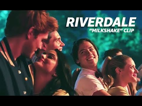 "Josie & The Pussycats ""Milkshake"" Cover on Riverdale (2017) 