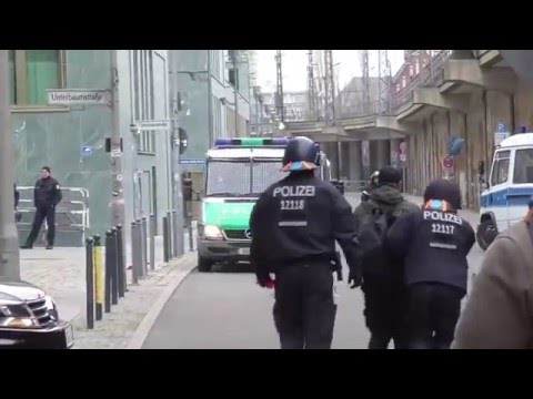 "Antifa Provokateur enttarnt auf ""Merkel muss weg"" Demo in Berlin am 12.03.2016"