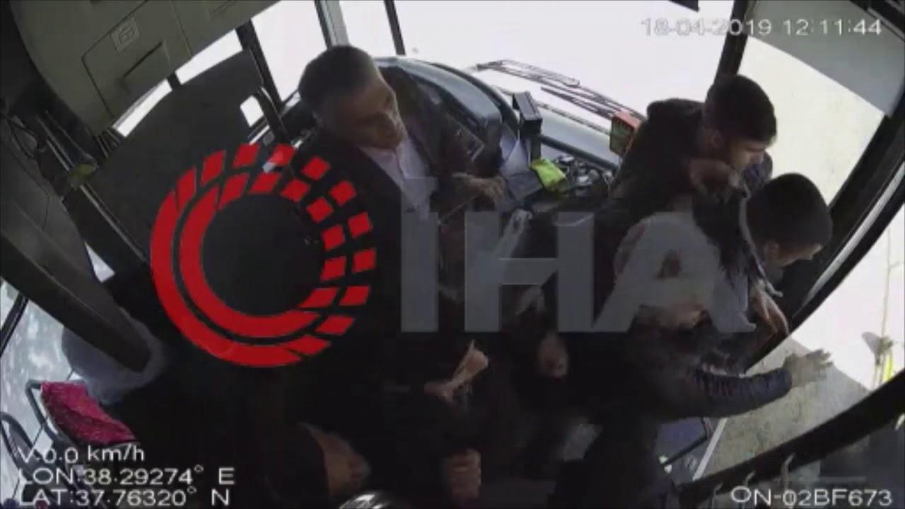 Minibüs şoförü ile yolcu arasındaki yumruklu kavga kamerada Mittel