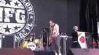 New Found glory playing My Friends Over You at Summer sonic 2003 ht...