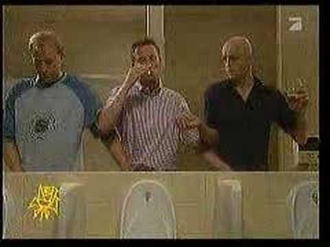 три мужика в туалете