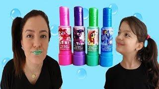 ANNEMİN DUDAKLARI RENK DEĞİŞTİRDİ -  Masal plays with colors Lipstick