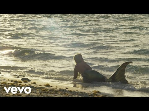 "Nicki Minaj – ""Bed"" (feat. Ariana Grande)"