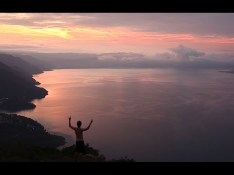 VOLCANO SUN RISE AT LAKE ATITLAN - TRAVELLING IN GUATEMALA (Part 3)