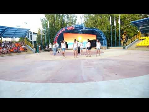 Танцы под песню улыбайся(2)