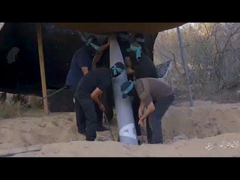 فيديو: حماس تنشر شريطاً مصوراً لعملية تحضير وإطلاق وابل من الصواريخ باتجاه إسرائيل…  - نشر قبل 2 ساعة