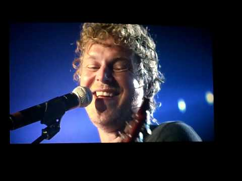 """Taylor Swift and Tal Bachman singing """"She's So High"""" Sept 10, 2011 Vancouver."""