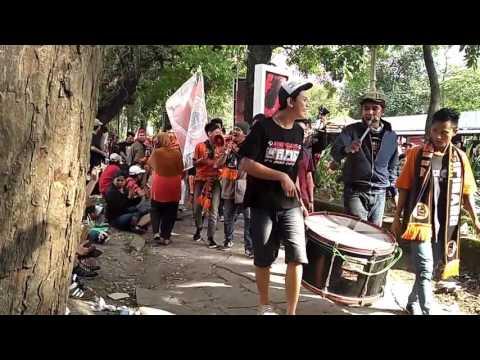 The Jak Mania Kompak Bernyanyi Dukung Persija Sebelum Laga Panas Lawan Persib Dimulai di Solo