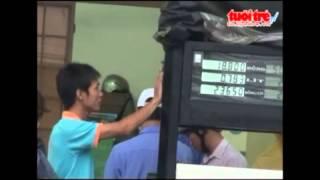 Lật tẩy chiêu 'móc túi' của nhân viên bán xăng   VTC News