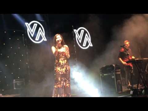 Vidya VOX concert in Bangalore on 19th Mar 2017 - Vidya's entry