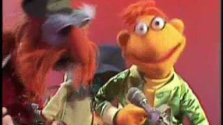 "The Muppet Show: Scooter & Floyd Pepper - ""Mr Bassman"""