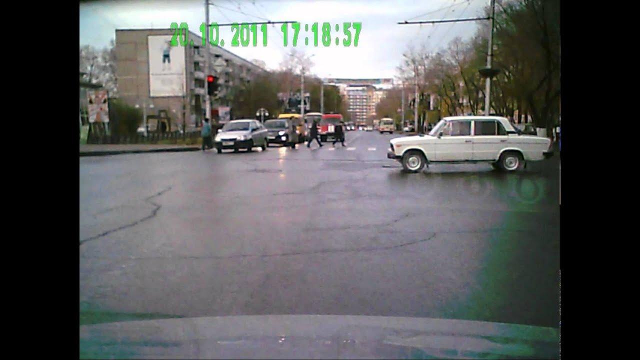 Абакан.Ваз 2106 и Тойота Корона проезд на красный сигнал