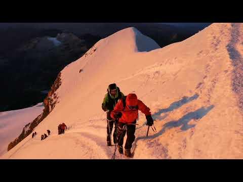BOLIVIA 🇧🇴 - CLIMBING HUAYNA POTOSI (6088m) SUMMIT - 2019 - Summit With Sunrise