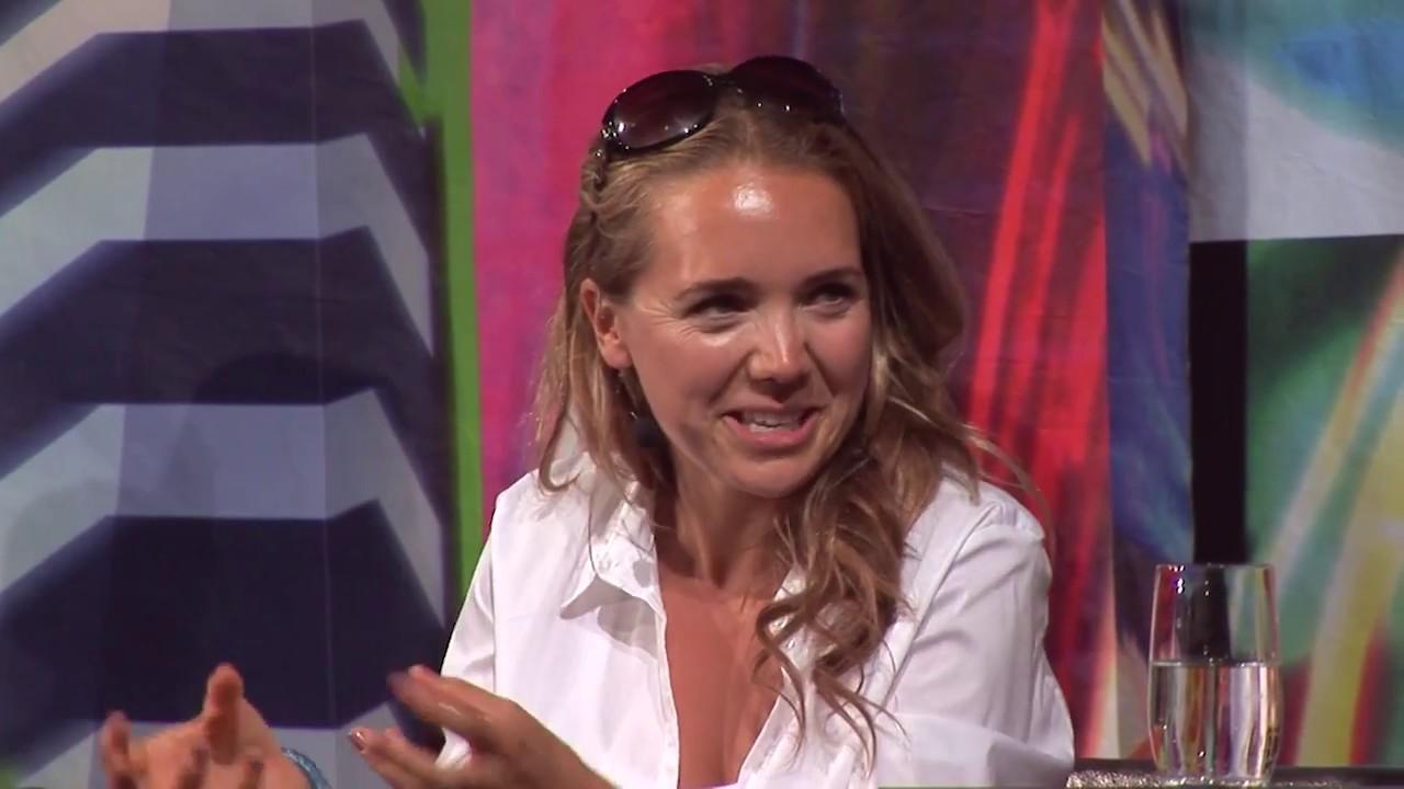 7 pádů HD: Lucie Vondráčková (14. 8. 2018, Malostranská beseda)