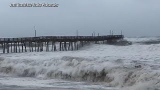 Hurricane Florence closes in on the Carolina coast