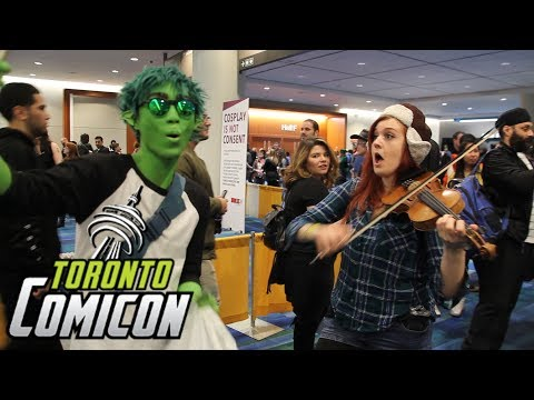 Violin girl surprises cosplayers with their themes!! COMIC CON 2018