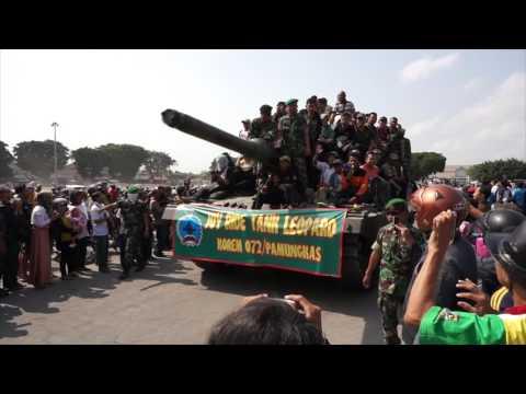 HUT TNI ke-69 Yogyakarta - Sri Sultan HB X - Joy Ride Tank Leopard
