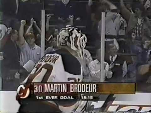 New Jersey Devils goalie Martin Brodeur scores his first NHL goal - Feed 2