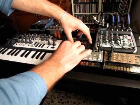 PanzerLyu - Mum on acid ( Acid Session on Korg Volca bass + Beats + Monotron + Microbrute)