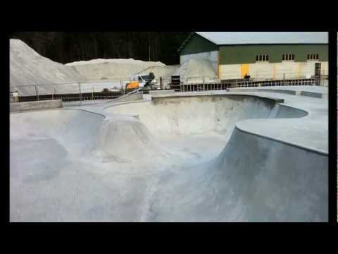 Piscine b ton projet skate park youtube for Piscine creuse