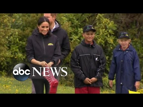 Harry, Meghan join 'welly wanging' contest in New Zealand Mp3