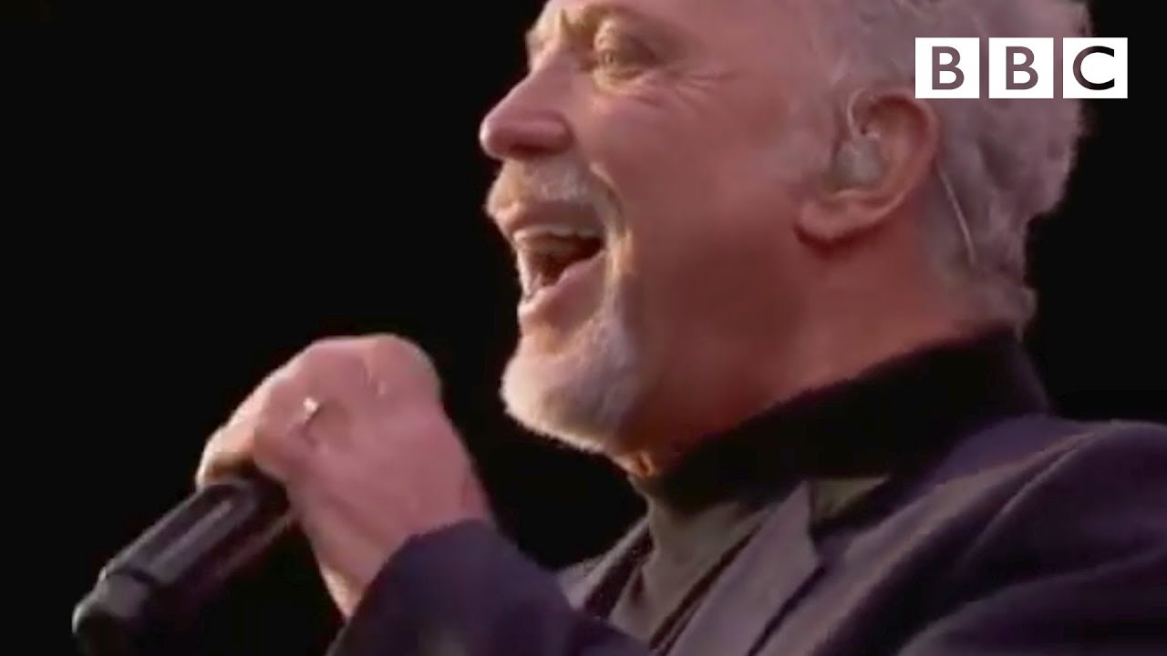 Tom Jones performs 'It's Not Unusual' | T in the Park - BBC