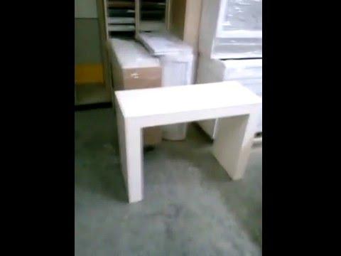 Невероятно компактный консольный стол ванильного цвета