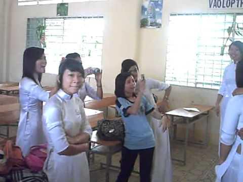 lop 12c4 nam hoc 2009-2010 P2( Huu Tiep& Vu Linh)