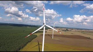 Vestas V90, V112 und Enercon E - 40 Windkraftanlagen aus der Luft