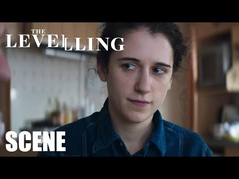 The Levelling  : Look at that smile  David Troughton, Ellie Kendrick