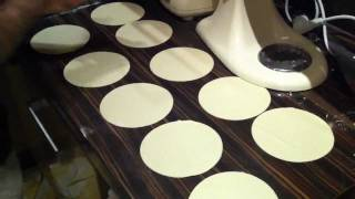 Хинкали грузинская кухня kitchen aid рецепт приготовления.(Хинкали, готовлю дома, мое самое любимое блюдо.вот полная версия http://www.youtube.com/watch?nomobile=1&v=AN9uodnIgwE., 2011-11-21T15:43:53.000Z)