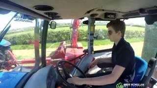 Grass 2016 - Drawing to the Clamp - New Holland T5070