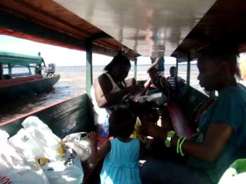 Día 9: Cruce en balsa frontera de Suriname a Guayana Francesa