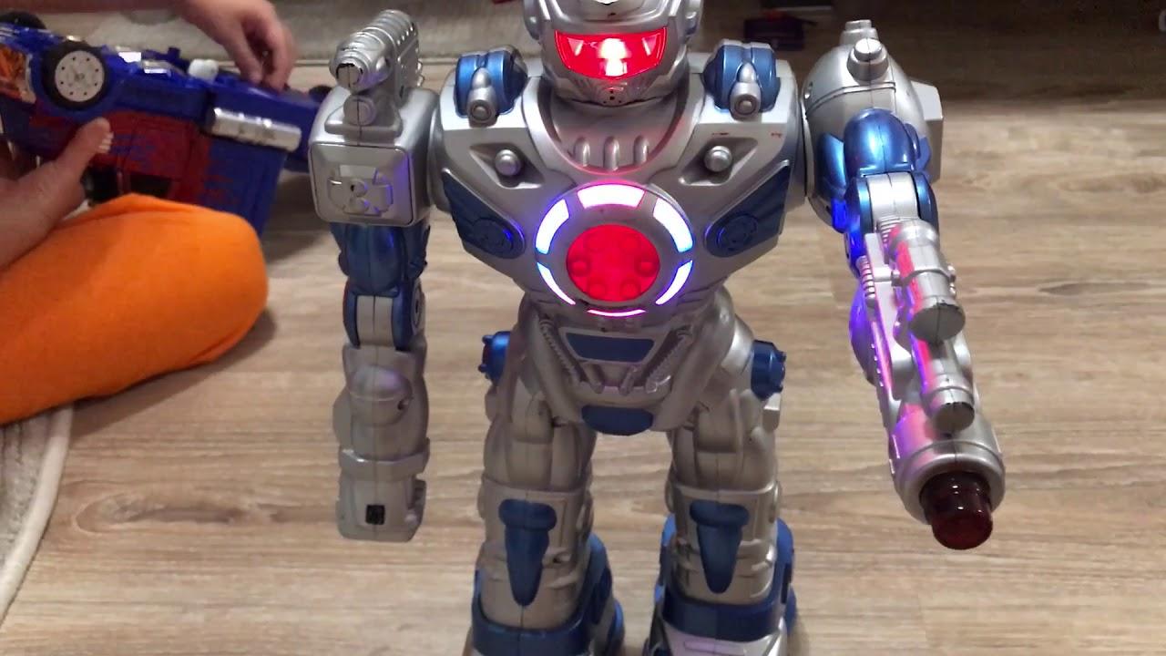 Космический робот-десантник на пульте управления и ...