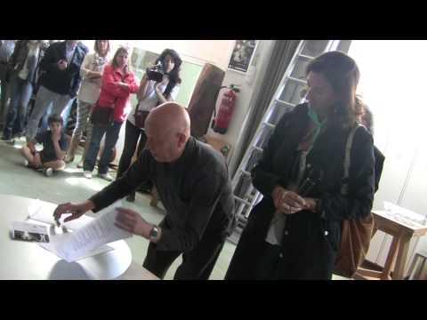 """Brindis 2013. Badanotis: """"Un brindis per l'escultura amb un missatge de SOS al tallerBDN"""""""