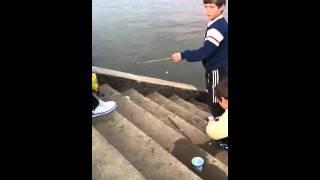 Video Niños pescando download MP3, 3GP, MP4, WEBM, AVI, FLV Juli 2018